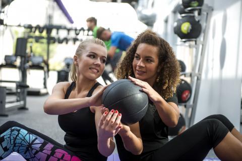 38 Female Trainer Female Medicine Ball